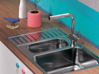 Из чего делают кухонные смесители: популярные материалы