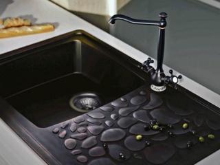 Из чего делают кухонные смесители: популярные материалыИз чего делают кухонные смесители: популярные материалы